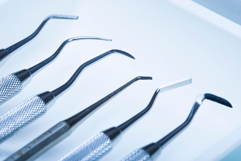 dental-tools-in-medical-office_St9fKsXCBi